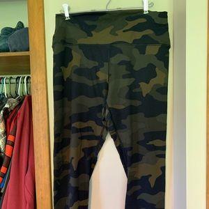 Victorias Secret Camo leggings XL